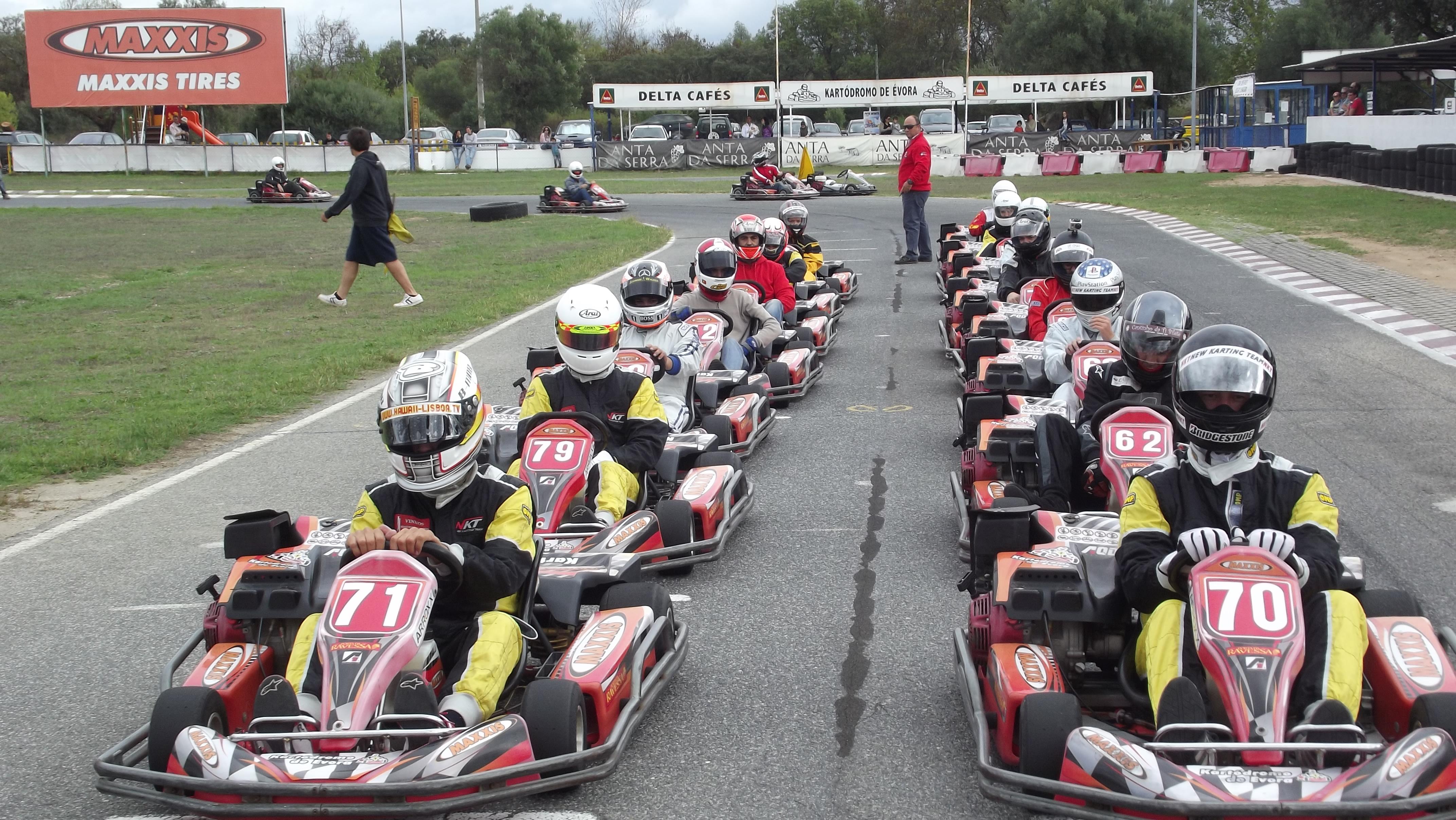 Marca já a tua prova online no karting de Évora
